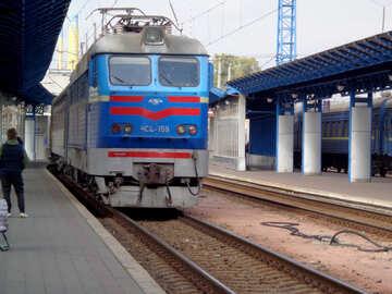 Treno arriva alla stazione №28964