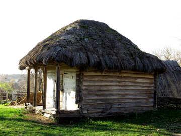 Capanna di legno senza finestre №28649