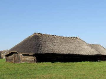 Un grande fienile in legno №28643