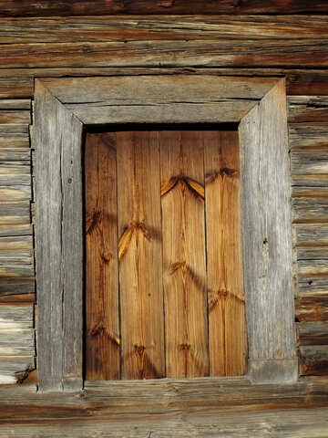 Textur der Holzfenster in Holzhaus №28619