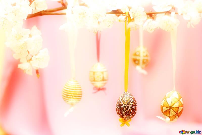 Цветущая ветвь с пасхальными яйцами №29835