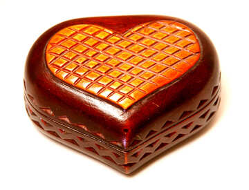Carved box for jewelry in the form of the heart. №3565