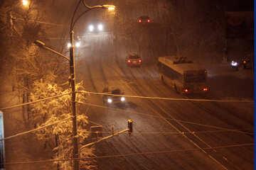 carreggiata di notte nella neve  №3470