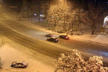 Strada di notte da nevicare №3453
