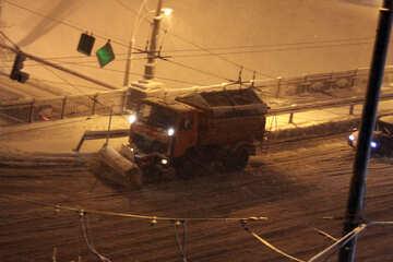 Lanciatore  rimuove  neve  da notte №3482