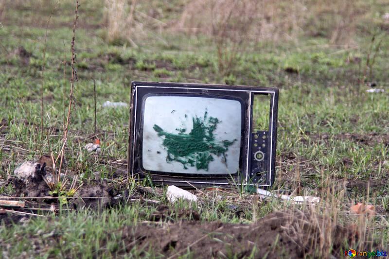 Gebrochen Fernsehapparat №3496