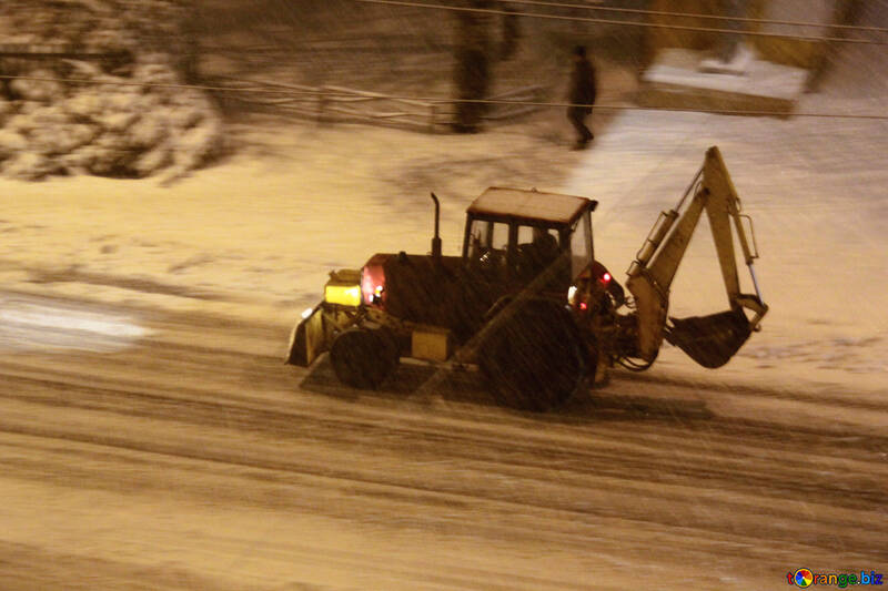 tractor rides at night in the snow  №3490