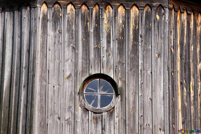 Antike rund Fenster in hölzern Wand  №3126