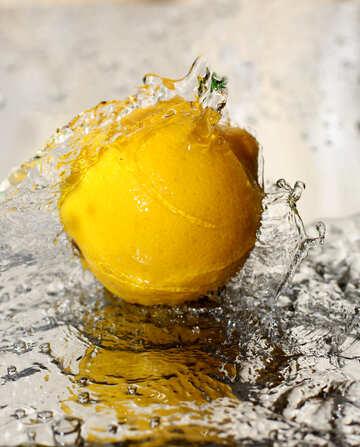 Lemon in water №30857
