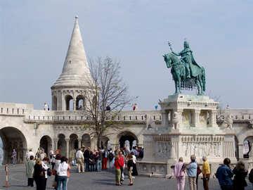 Turistas en el monumento en Budapest №31990