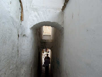 A narrow street between the houses №31760