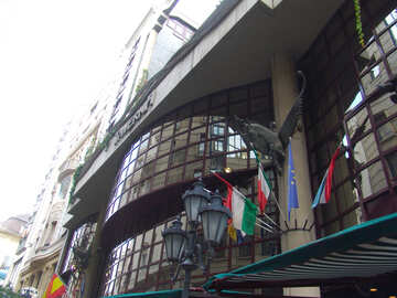 Flags on the front of the hotel №31928