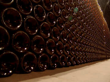 A wall of wine bottles №31699