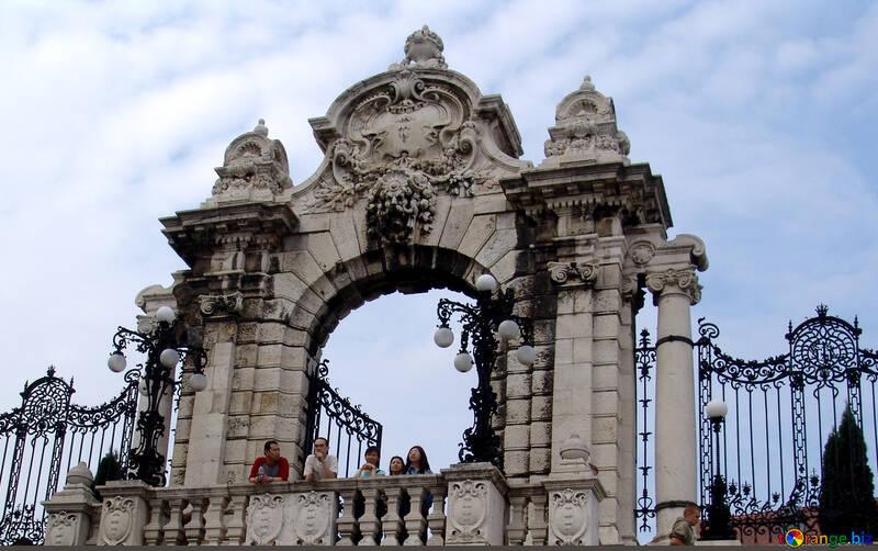 I cancelli del palazzo reale №31957