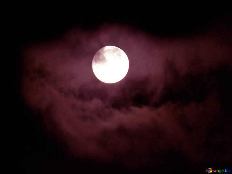 La luna través de las nubes №31506