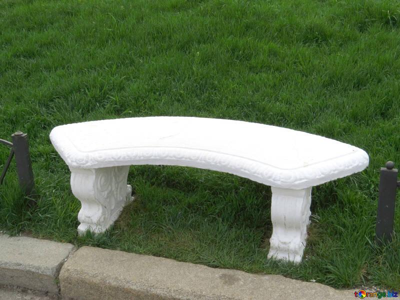 Panchina di pietra nel parco №31227
