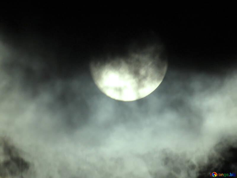An eerie Moon №31512