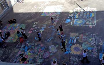 School children`s drawing contest chalk on asphalt №32613