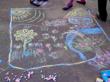 Children drawing with chalk №32573