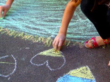 Children draw chalk on asphalt №32594