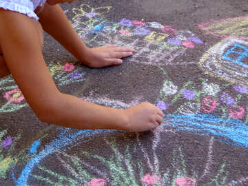 Children draw chalk on asphalt №32596
