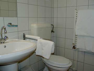 A bathroom toilet bowl №32095