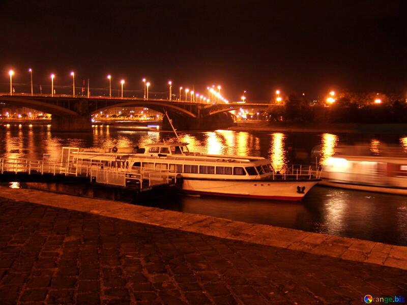 Night cruise on the Danube №32094