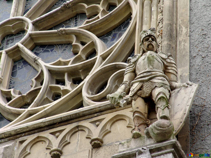 Decorative sculptures on the facade of the Knight №32035