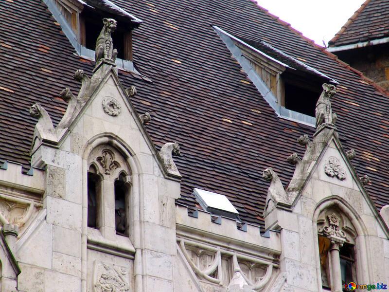 Unheimlich Skulpturen auf dem Dach und Fassade №32037