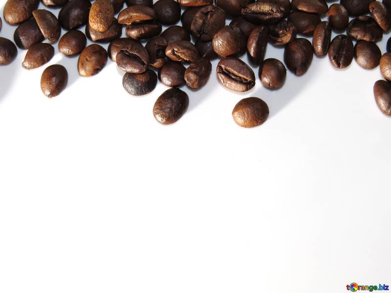 Rahmen der Kaffeebohnen auf weißem Hintergrund №32291