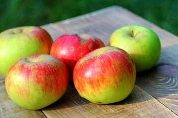 Juicy apples №33580