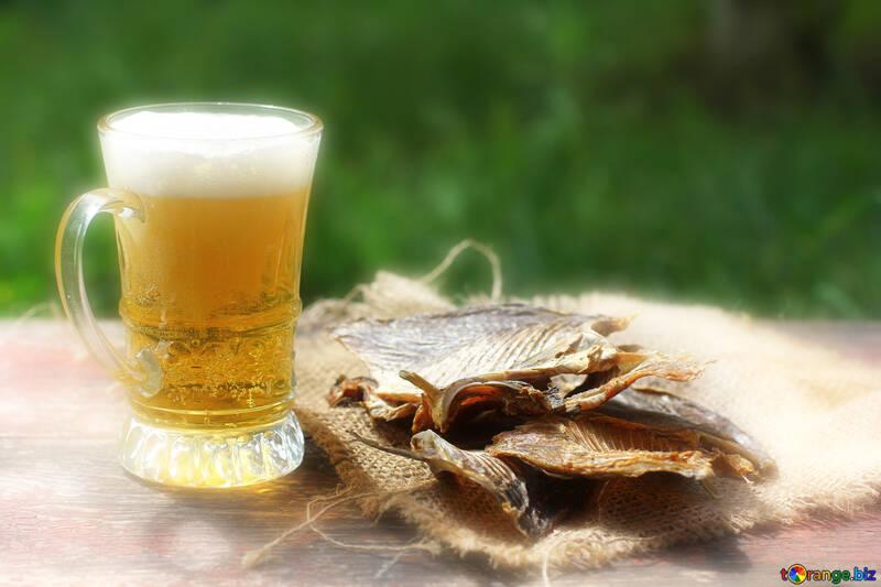 Ein schönes Bild mit Bier und Fisch für den Hintergrund №34489
