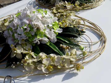 Flowers on the wedding car №35769