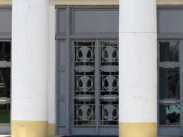 Large doors behind the columns №35655