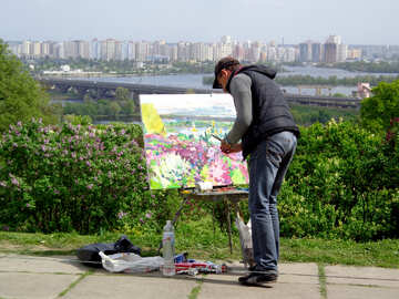 A painter paints picture №35737