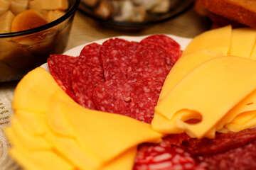 Нарезанные колбаса и сыр  №36315