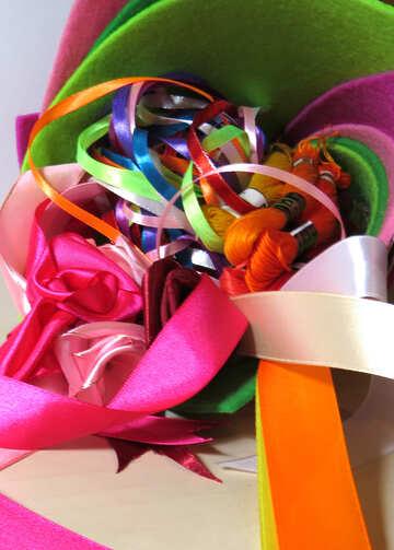 Цветные ленты и нитки  №36565