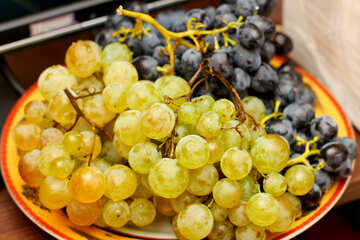 Grapes on plate №36287