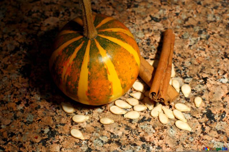 Cuadro con semillas de calabaza y canela №36056