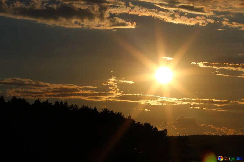 Die Sonne ist am Horizont №36500