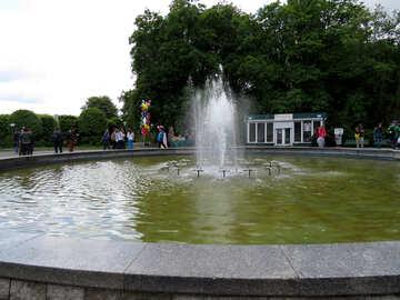 The fountain in the garden №37282
