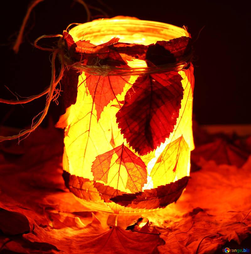 Светильник подсвечник из банки и опавших листьев детская поделка №37949
