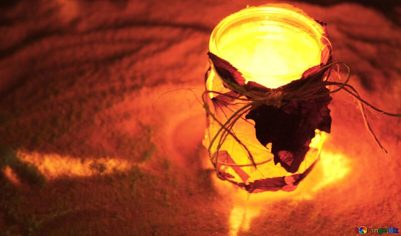 Детская поделка зимний уличный светильник из осенних листьев №37960