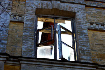 The destroyed window №38592