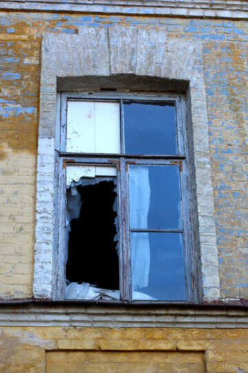 An old window with broken glass №38590