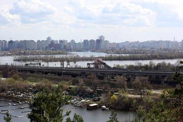 Il ponticello attraverso il fiume di Dnieper Kiev №39862