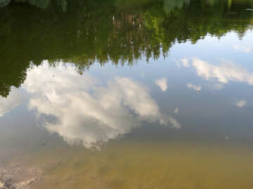 Clouds reflected in water №39241