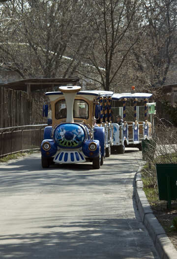 Zug  für Ausflug  durch  Park №4525