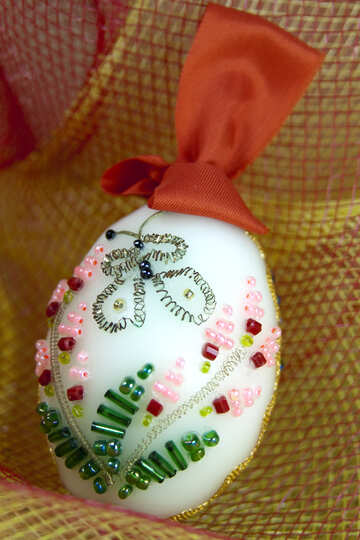 The monks make Easter decorations in the shape of an egg №4322