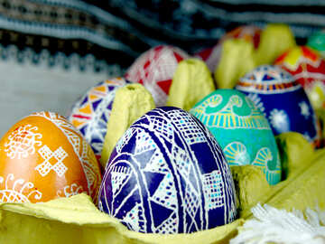 The painted eggs in the tray №4379